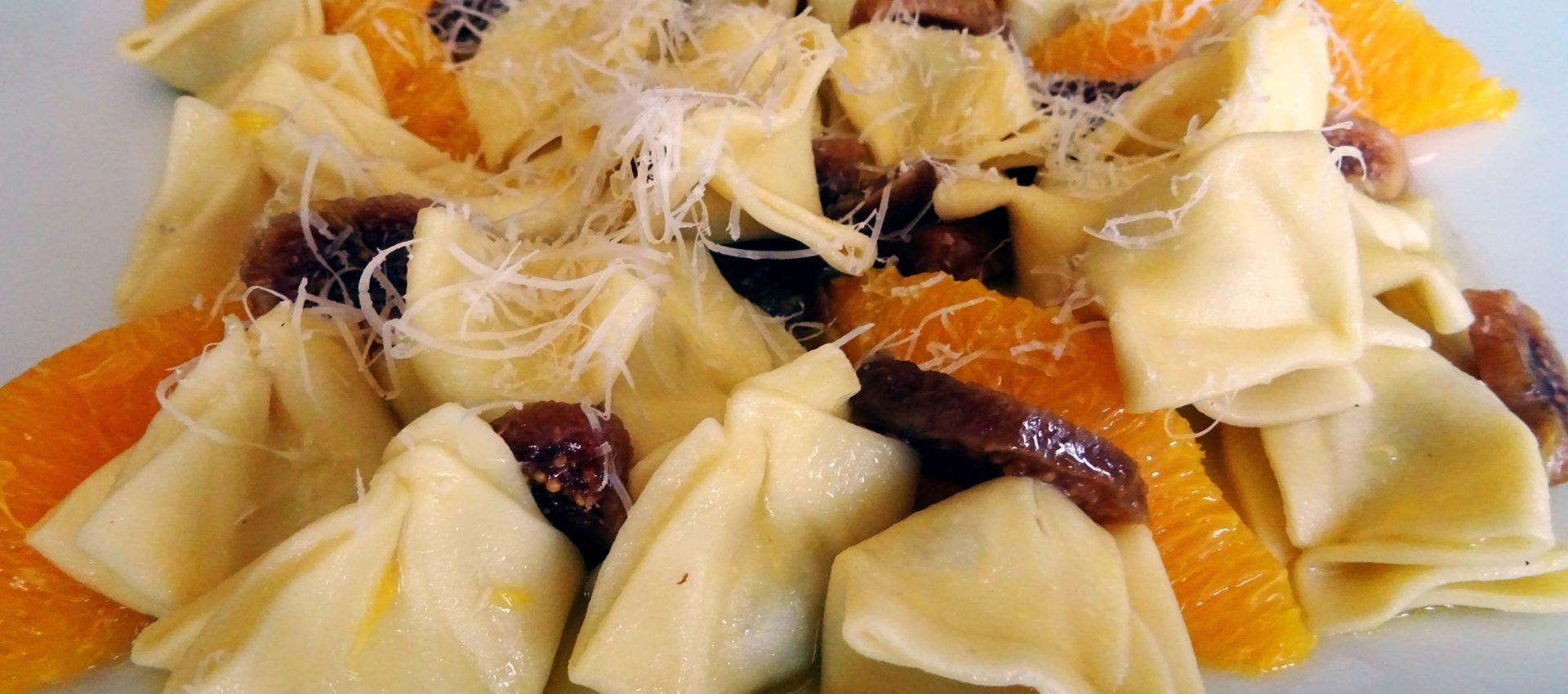 Fagottini gorgonzola salsa naranja e higos